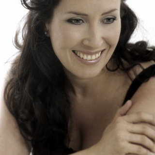 Ana James soprano - photo by Sussie Ahlburg